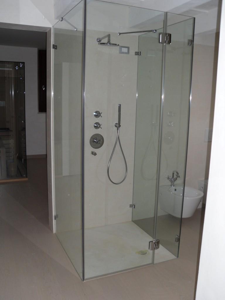Box doccia vetri su misura vetrocamera box doccia - Box doccia chiuso sopra ...