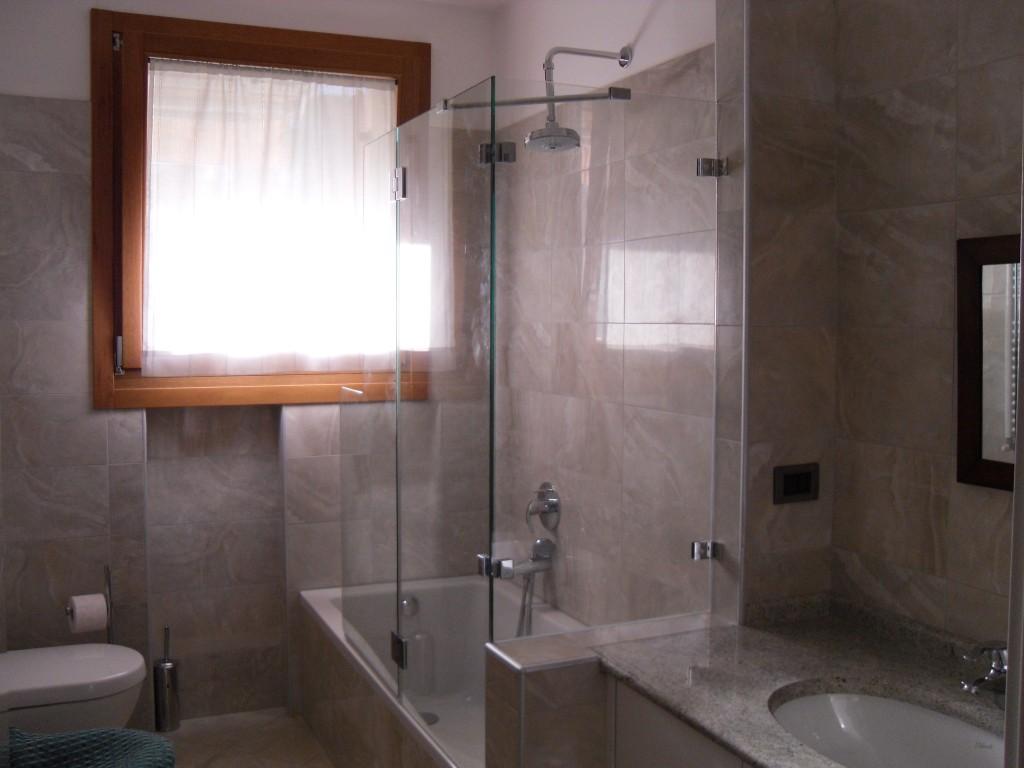 Box doccia in vetro vetreria bellomi la fabbrica di vetri su misura a verona - Vetro vasca bagno ...