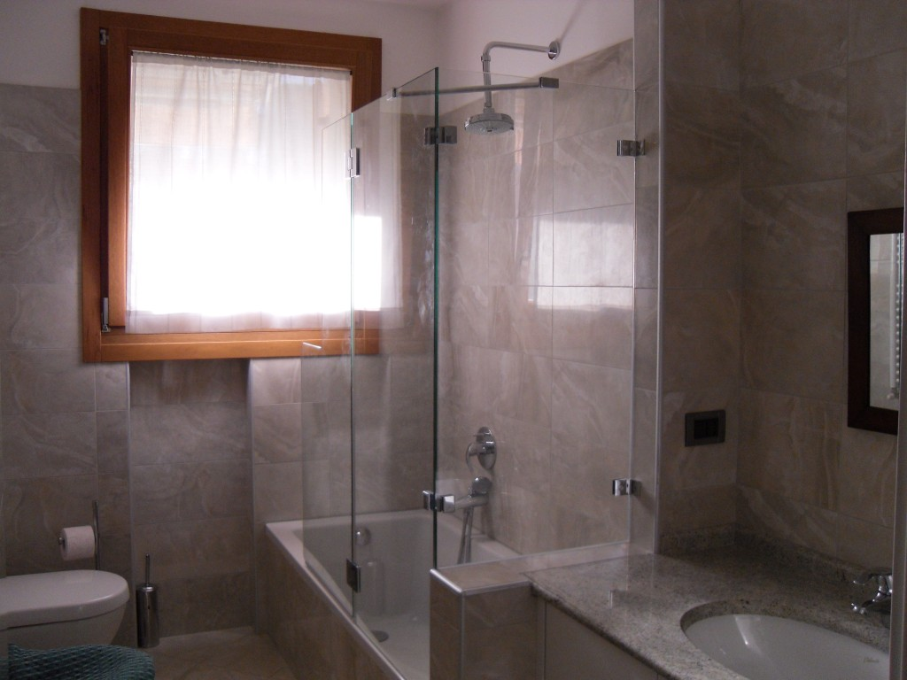 Box doccia vetri su misura vetrocamera box doccia - Pareti vasca da bagno ...